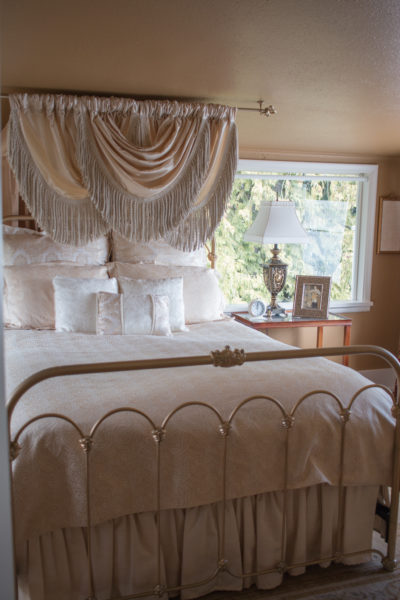 Guest room at Beecher Hill House, Peshastin, Washington